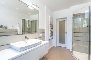 Non Slip Bathroom Tiling